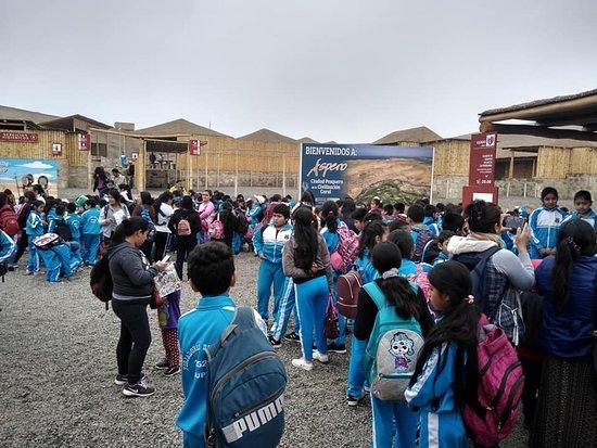 """Barranca, Peru: Por el día mundial del Turismo  vista de  la I.E 20522 """"Vidalito"""" de Supe Pueblo."""