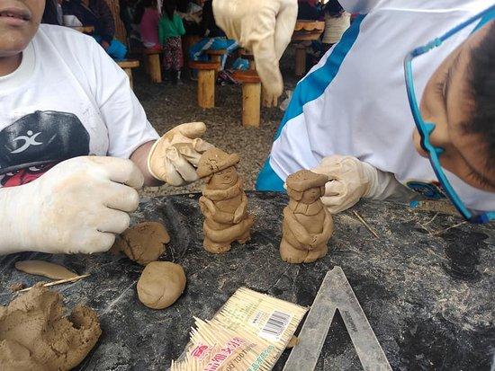 """Barranca, Peru: Por el día mundial del Turismo  vista de la I.E 20522 """"Vidalito"""" de Supe Pueblo.- Talleres de modelado en Arcilla"""