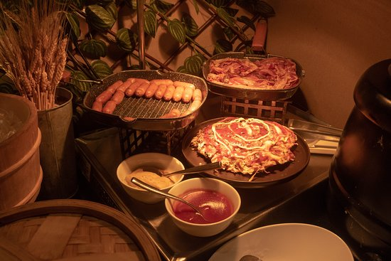 Breakfast Buffet @ The Nostalgia Lounge  Bacooooon!!!