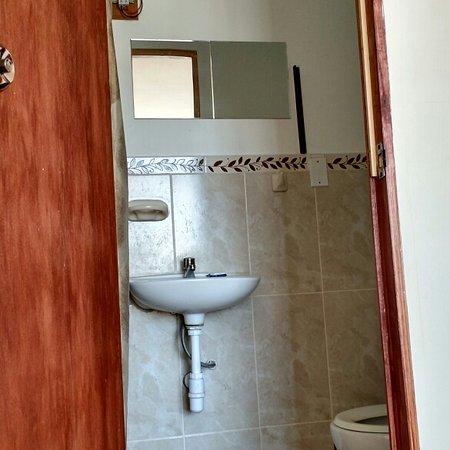 Tacna, Peru: Habitación amplia totalmente amoblada segura y comoda
