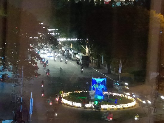 Night view Nelson Mandela Circle