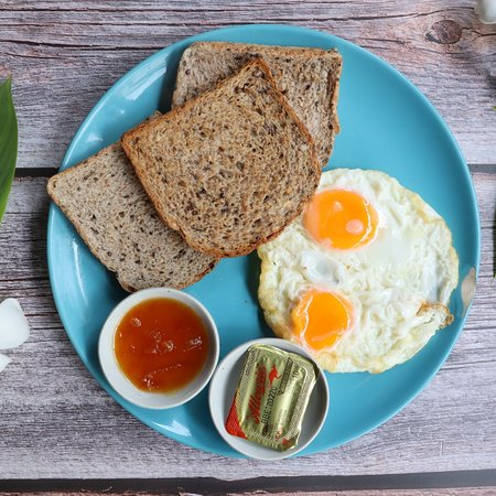 Vegan, vegeterian, organic food. Bodhi Tree Cafe 2 is opened every day from 7am to 10pm.