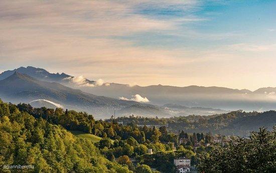 Province of Varese, إيطاليا: Inizio d'autunno sulle Prealpi  Ph: Gianni Beretta