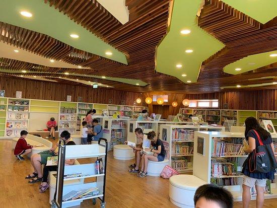 Taoyuan Public Library Longgang Branch