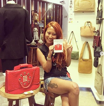 Our happy visitor from India :) Anna Marija  with her favorite vintage bag from 1970s, the Dallas Bag