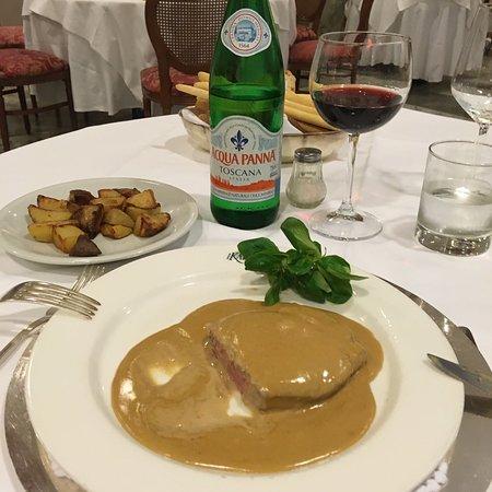 Erg goed restaurant Heerlijk gegeten Vooral de kaasplank is een feest  De steakfillet is veel beter dan de Angus Topwijnen