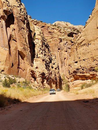 Dirt road to the trailhead