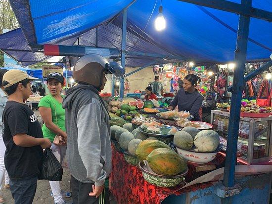 I migliori tour di Ubud: cascata, terrazze di riso e foresta delle scimmie: local night market