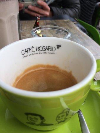 en de prima espresso in eigen kopje