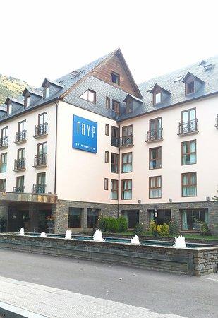 Edificio del hotel Tryp Vielha