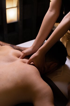 Deep tissue oil massage is a kind of massage which special oil centers on realigning thicker levels of muscles and connective tissue. This healing treatment is useful to those who have muscle tensions, back and shoulders tightness of stiff necks