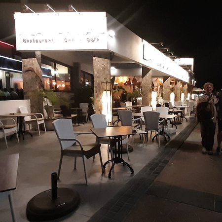 Corralejo, Spain: Locale italiano situato in riva al mare. Servizio ottimo, camerieri molto simpatici e disponibili, qualità del cibo ottima e pesce fresco , rapporto qualità prezzo onesto