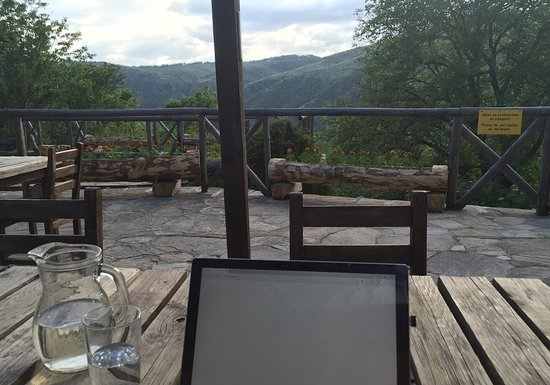 Kovachevitsa, บัลแกเรีย: View from the outdoor seating area.