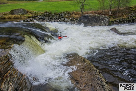 Dropping into a wall of water