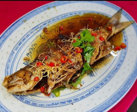 Deep Fried Threadfin / Senangi 《油 浸 马 友 鱼》