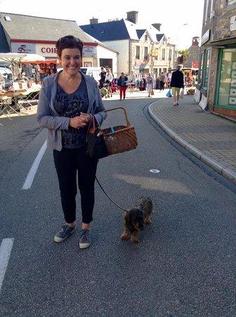Benoitville, Frankrike: Wilde Kitchen mascot (and guard dog)