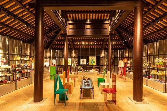 Đông Khuyết Đài - The Mosaic of Hue