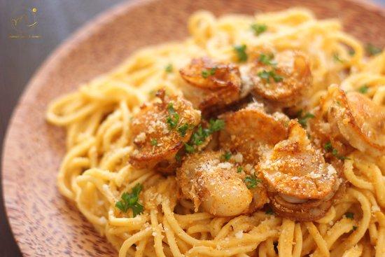 Homemade spaghetti Japan scallops with salted egg-yolk sauce !