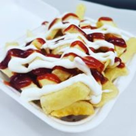 Freshly cooked chips with BBQ sauce and Mayo!