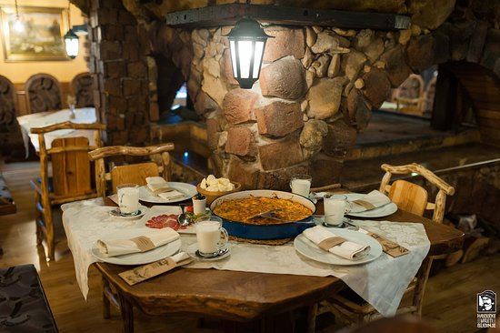 Blidinje Nature Park, Bosnië en Herzegovina: Homemade cheese & potato pie // pan, to be ordered at least 1h in advance