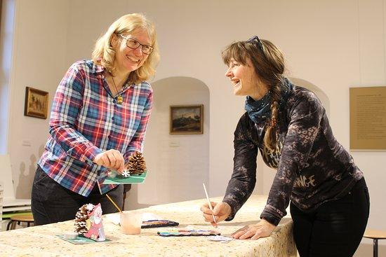 Die Mitarbeiterinnnen des Harzmuseums bieten regelmäßig Veranstaltungen für Kinder und Erwachsene an. Dabei können die großen und kleinen Besucher kreativ sein, gestalten und sich auch mit der Sammlung beschäftigen.