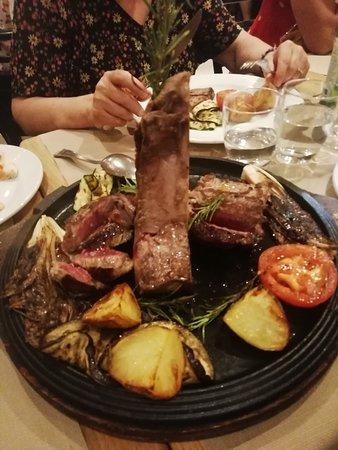 Warm atmosphere and fantastic Fiorentina Steak