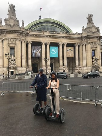 Petit-Palais-Et-Cornemps, Frankrike: Riding a Segway is very easy and convenient.