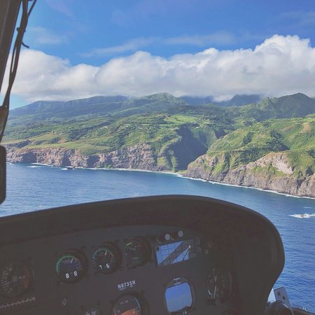 West Maui and Molokai Exclusive 45-Minute Helicopter Tour: beautiful day for a helicopter ride