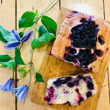 A pretty Blueberry and Lemon Cake - this one is vegan