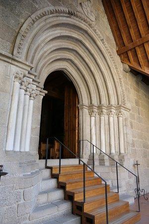 A entrada da Igreja.