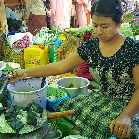 """Nampan, Burma: To MarketTo Market ... at Nam Pan Village ..   Again, it was our good fortune to be in the Right Place at the Right Time ..  :)( ..  Inle Lake has a 5-day rotational mkt concept .. lol .. and on tt very day tt we visited Nam Pan, one of the """"villages in the lake"""""""", it was their turn to host the mkt day ..   The sights & sounds were phenomenal .. this mkt was AUTHENTIC .. massive, huge, filled w so many many interesting local foods, veg, snacks .. and hardly any tourists .. only locals shopping f"""