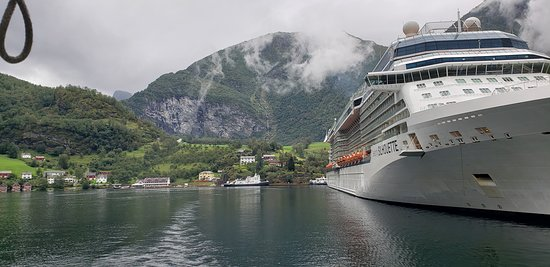 Cruise ship did not block the hotel