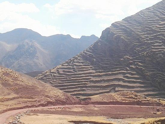 Pitumarca, Перу: Ven y viaja con Achankalay Travel a la hermosa Montaña de color rojo.