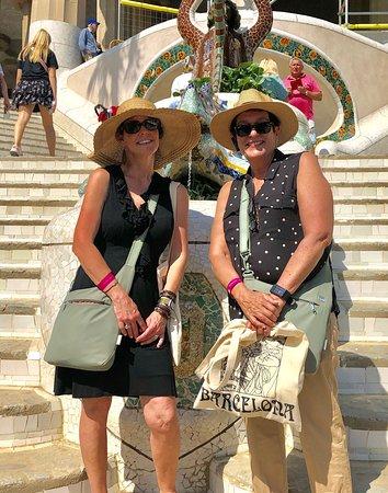 Entrada al parque Güell con visita panorámica a la Casa Batlló y La Pedrera: guell park - ed drac