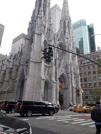 Fachada de St Patrick desde la 5th Avenue