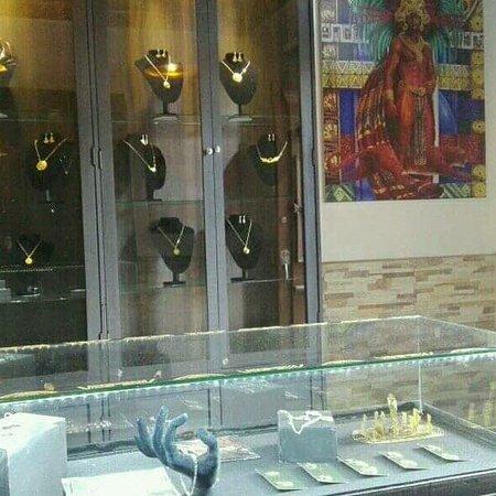 Bogota, Colombia: @zasqajoyeria @joyeríaindigena #joyas #@plata @souvenir joyería indigena mhuysca 100% original hecha a mano...diseños únicos y exclusivos en el mundo......