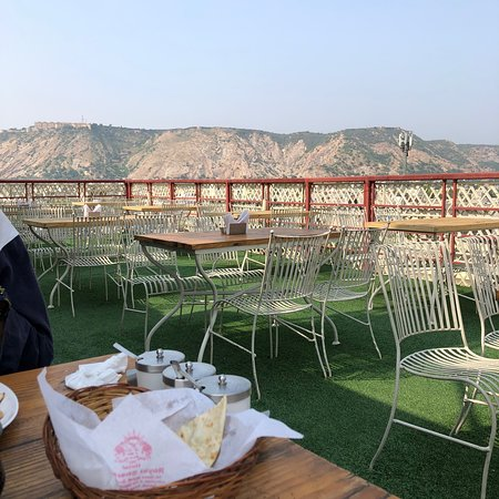 very wonderful place in jaipur..  nice view delicious food it was very good  experience !