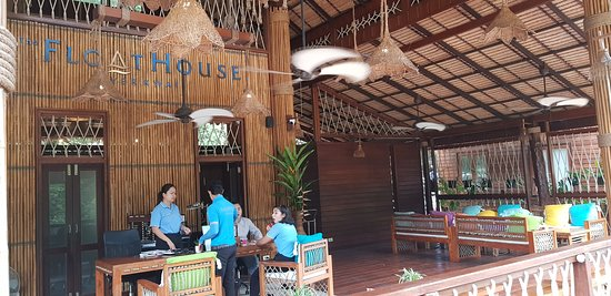 floathouse reception