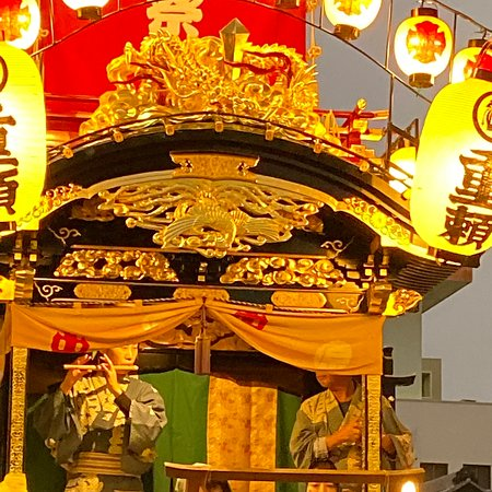 今年の10月19日と20日は、埼玉県川越市の「川越まつり」(KAWAGOE Festival)です。「川越まつり」は、ユネスコ無形文化遺産、日本の国指定重要無形民俗文化財です。1648年から始まり時代と共に風俗を取り入れながら発展してきました。祭りには、華麗な山車(だし)が登場します。川越には、29台あります。機会があれば是非お立ち寄り下さい。