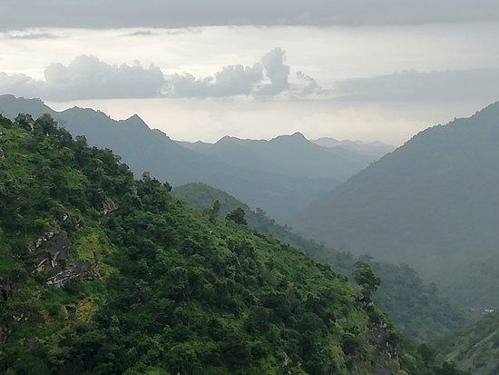 Alongside Duduma ...Mountain range !!