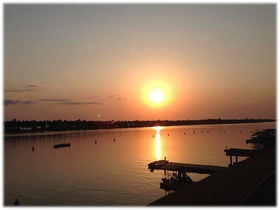 coucoue-lodge.com. couchee de soleil sur assinie