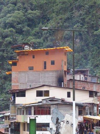 Cartoline da Aguas Calientes, Perù (Sicuramente una delle località - urbanisticamente parlando - più brutte al mondo)