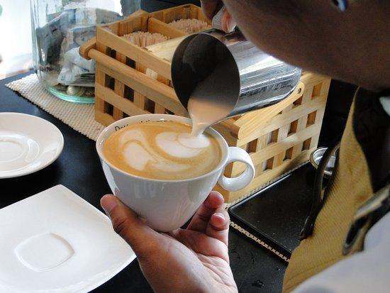 Bogota, Colombia: Disfruta de nuestras preparaciones de café. Visitanos en la Cra 7 # 180 - 75 Modulo 5 Local 65 E.  Enjoy our coffee preparations. Visit us at Cra 7 # 180 - 75 Module 5 Local 65 E