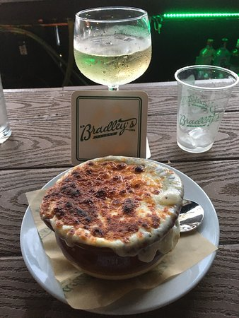 Fabulous French Onion Soup! Great views and service! Love the live music!