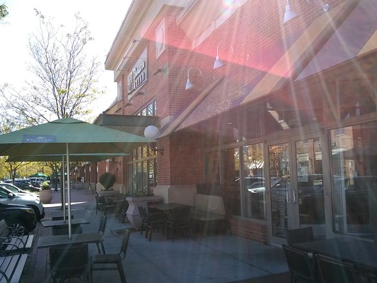 Lansdowne, VA: Store front and outdoor tables