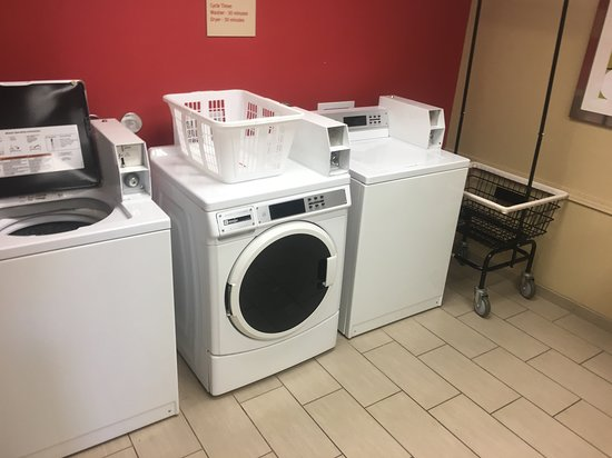 Guest laundry (coin laundry), clean facilities