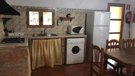 Comedor  y cocina de Casa Pegota (3 dormitorios y 3 baños independientes)