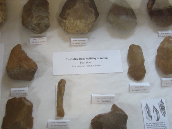 Musée du Savignéen 31. Outils du Paléolitique Ancien. Plus d'1 Million d'Années. Savigné-Sur-Lathan Octobre 2019.