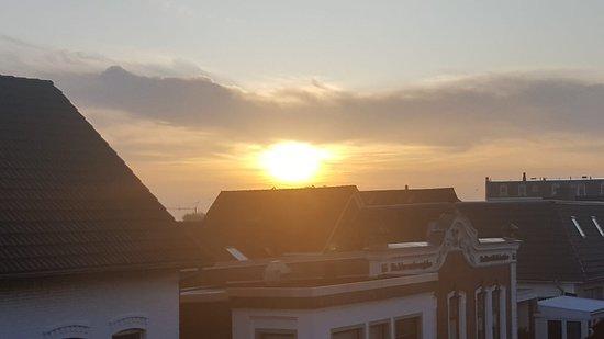 Borkum, Saksa: Egal, wo man ist, ein herrlicher Sonnenuntergang ist immer wieder zu erhaschen. 😄