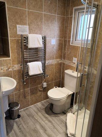 En suite shower room - 'Geisha' room